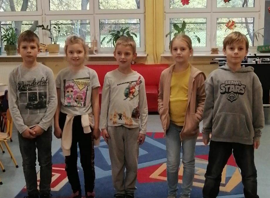 """Dzieci ze świetlicy ćwiczą na konkurs prozdrowotny """"Razem w zdrowiu i przyjaźni"""". Piosenka """"Witaminki"""""""