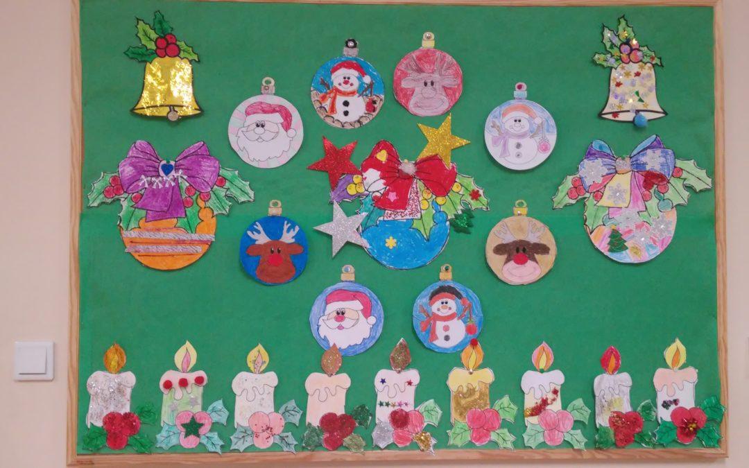 Prace plastyczno -techniczne o tematyce świątecznej w klasie I B.
