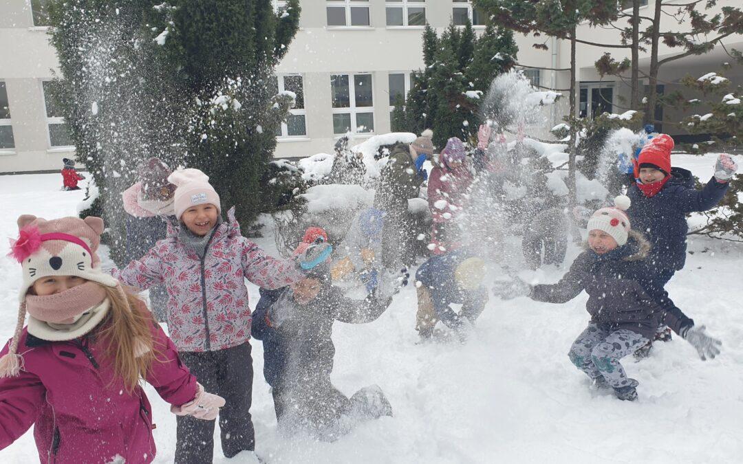 Śnieżno-biały powrót do szkoły