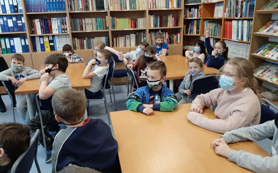 Lekcja biblioteczna klasy 2B